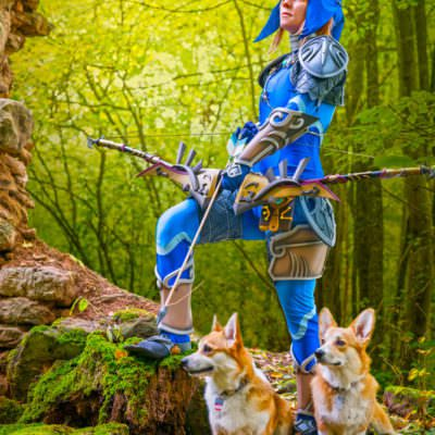 Zora_Link_Cosplay_Breath_of_the_Wild_bow_arrow_corgi
